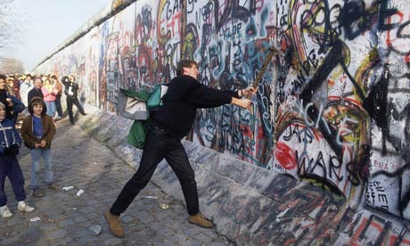 an analysis of berlin wall collapsing down in 1989